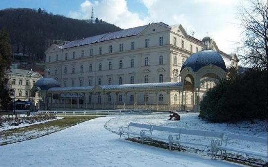 Karlovy Vary čeká mimořádná sezóna, letos uplynulo již 700 let od narození jejich zakladatele Karla IV. K výročí připravilo město množství zajímavých akcí