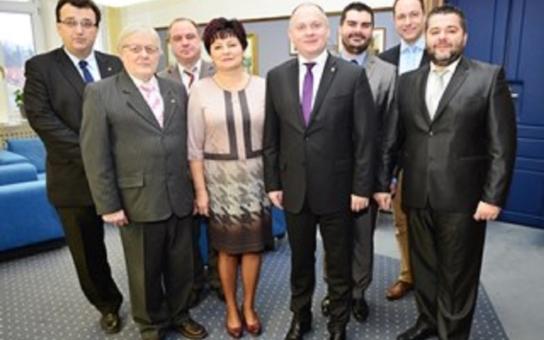Hejtman Hašek uvedl do funkcí nové členy krajské rady. Mají za sebou první společné fotografie