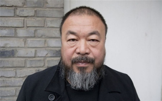 Světoznámý čínský umělec nás přijel vypeskovat. Kvůli uprchlíkům a kvůli velkému mysliteli Havlovi