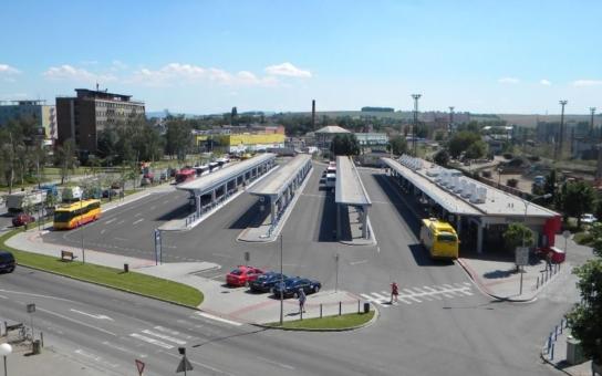 Dopravní kolaps v Přerově vyřešila radnice obratem, hned další den vyjely ráno na trasu autobusy jiného dopravce. Co bude dál?