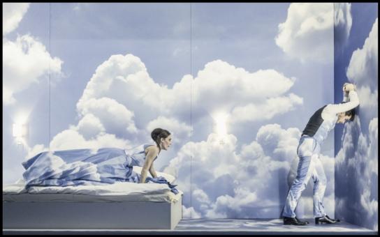 Příběh vášnivé, zničující, přesto osudové lásky, Nezvalova Manon Lescaut, se na jevišti Národního divadla objeví vůbec poprvé, premiéry budou 11. a 12. února