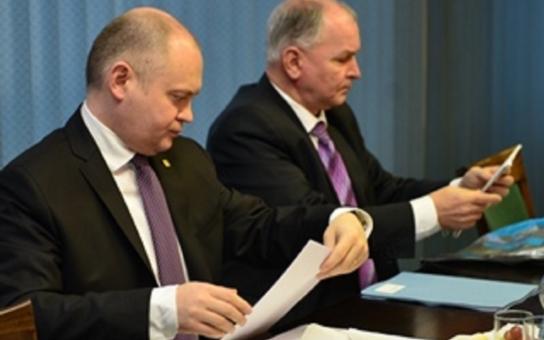 Krajská rada vyzvala ministerstvo ke splnění úkolu. Stále totiž nevypsalo dotační titul na sanaci svahu