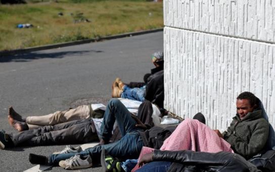 Rozbíjejí auta, napadají obyvatele, nezastaví se ani před dětmi... Obyvatelka francouzského Calais líčí ve videu, jaké peklo rozpoutávají v ulicích imigranti, když se setmí
