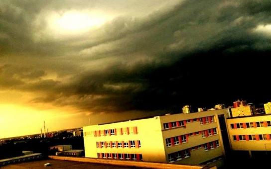 Smrt učitelky rozpoutala peklo, pražská průmyslovka je zavalena výhrůžkami. Opravdu ji zabila šikana? Zástupkyně ředitele říká, jak to bylo