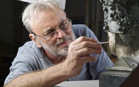 Theimerovu kašnu na olomouckém Kollárově náměstí čeká stěhování a její autor ji přetvoří. Současně chystá pro své rodné město další dílo