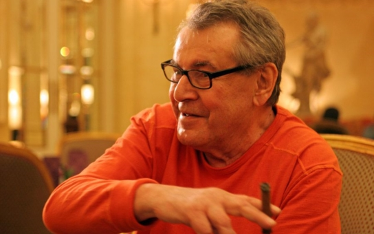 O nejslavnějšího režiséra se Češi připravili sami. Emigrovat nechtěl, neměl ale na výběr. Zpočátku ho v USA zachránily reklamy... Tajnosti slavných