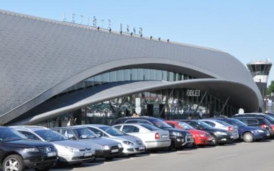 Nemůžeme čekat, až se Brno rozhoupe. Jihomoravský kraj rozhodl o vzniku firmy na rozvoj leteckého spojení regionu. Primátor Vokřál má ale ještě dveře otevřené