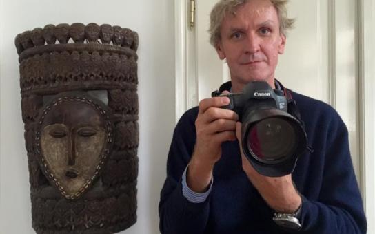 Mám strach z imigrantů, přiznal slavný fotograf Šibík. A mluvil o svém vývoji, od sluníčkáře k realistovi. Byl v džungli v Calais, v Řecku, fotil uprchlíky, a teď si myslí toto... Unikátní interview