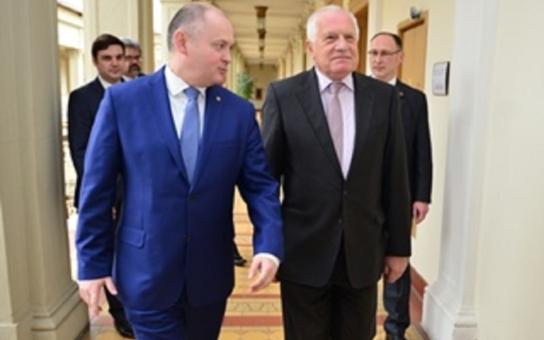 Hejtman Michal Hašek přijal exprezidenta Václava Klause. Evropské elity v uprchlické otázce selhávají, notovali si