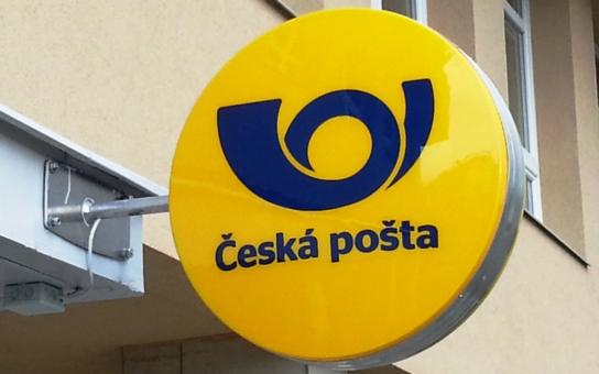Poštovský panáček, nebo novodobý otrok státního podniku Česká pošta? Je to ponižující a hanebné, píše blogger. A dodává: Rád bych viděl toho pražského chytráka top manažera…