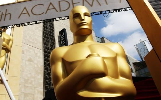 Devět kruhů módního pekla a módní nebe, Lady Gaga má sexy hasiče: Co bylo na Oscarech to nej... A konečně ozbrojený prezident i kreativní využití vepřových nožiček. TÝDEN V OBRAZECH