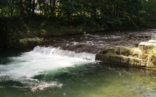 Na Mohelnici skončila protipovodňová a revitalizační opatření. Projektanti nezapomněli na úkryty pro vodní živočichy a migraci ryb