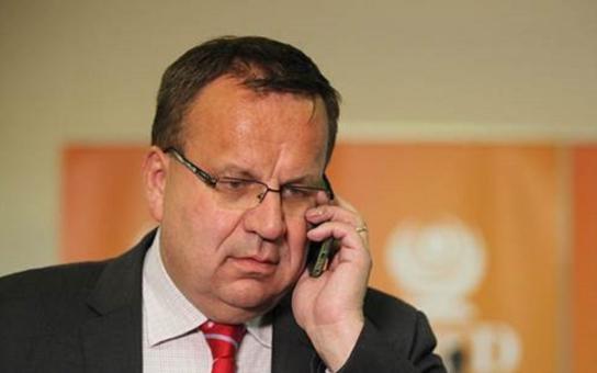 To je hrůza, co pod rukama Vitáskové vzniká, neodpustil si ministr průmyslu a obchodu. Shoďte to se stolu!