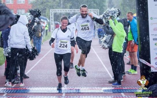 Sokolovský Závod šílenců už má první stovku účastníků. Běžet můžete v čemkoli - v plaveckých ploutvích, hokejové výstroji... Fantazii se meze nekladou