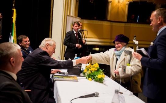 Spasí prezident lázně, nebo spíš lázně prezidenta? Pořádně zaskočený Miloš Zeman, tentokrát z Kačenky. A vystřídají Číňané ruské investory a pacienty?
