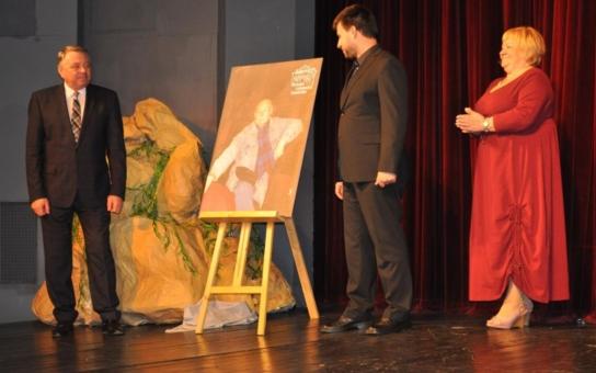 Pelhřimovské divadlo bylo pojmenováno po slavném rodákovi Lubomíru Lipském. Při slavnostním představení zavoněla Růže z Argentiny
