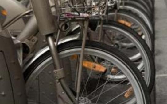 Městský bikesharing má v Praze zelenou! Byl bych rád, kdyby se tato služba, která je v západní Evropě už obvyklá a populární, chytla i u nás, uvedl náměstek primátorky pro dopravu Dolínek