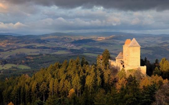 Na jeden z hradů, které nechal postavit, dorazí i císař Karel IV. se svou družinou. Nenechte si ujít historické slavnosti na Kašperku