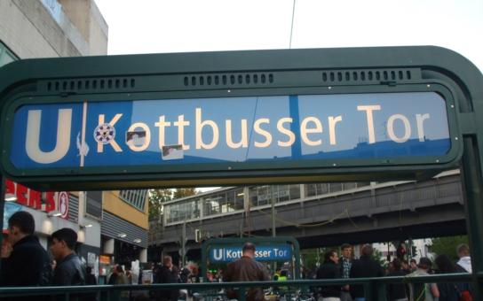 Češi se uprchlíků obávají právem. Státní německá televize ukázala, jak imigranti řádí: Drogy a krádeže v berlínské čtvrti Kottbusser Tor na denním pořádku. Bezmocní občané, policie i politici
