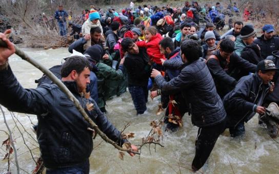 Nelichotivě na adresu neziskovek: Pomáhat se musí v mezích zákona a navádět uprchlíky k ilegálnímu přechodu hranice mi nepřipadá správné, řekl fotograf Šibík, který byl u toho