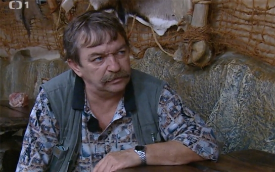 Zkrachoval jako herec i podnikatel, se ženou dokonce uvažovali o sebevraždě. Kvůli chlastu Romana Skamene už nikdo nechce. On má ale další grandiózní plán...