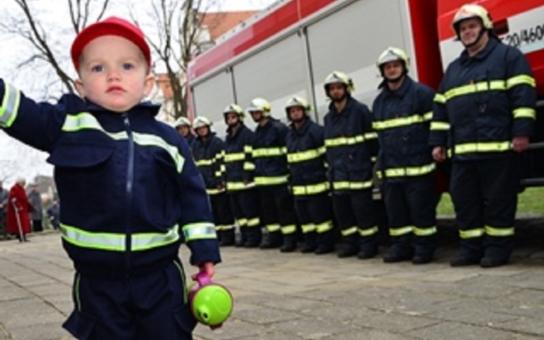 Bzenečtí dobrovolní hasiči mají nové zásahové vozidlo. Na požár, jaký zažili před čtyřmi lety, jsou mnohem lépe připraveni