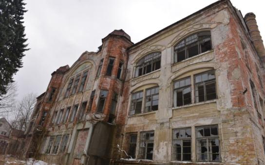 Secesní továrna na lustry v Kamenickém Šenově je v kritickém stavu. S nápady na její záchranu a využití přišla studentka ve své diplomové práci