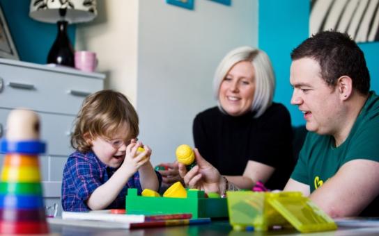 """Respitní péče umožňuje rodičům postižených dětí """"nevyhořet"""". Ohrožuje ji však nedostatek financí… Čtěte příběhy rodičů hendikepovaných dětí"""