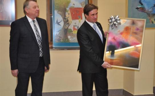 Pelhřimovská umělecká škola završila oslavy svého výročí výstavou v Atriu Poslanecké sněmovny. Záštitu nad mimořádným vizuálním zážitkem převzal poslanec Josef Kott
