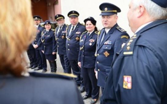 Každý hejtman ví, že jeho armáda jsou dobrovolní hasiči, říká Michal Hašek. Nová užitková auta od kraje pomohou požárníkům