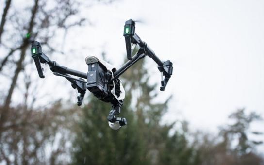 Plzeňské drony se osvědčily při cvičení hasičů, pomáhaly vyhledávat lidi, čekající na pomoc. Přenesený obraz si mohl otevřít každý velitel zásahu na chytrém telefonu