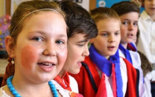 Základní školu Frýdecká v Havířově ovládli Ivánkové a Nastěnky. Ruské tradice  a zajímavosti děti ocenily, nejvíc je ale zaujala specialita, která z Ruska vůbec nepochází, přestože se po něm jmenuje