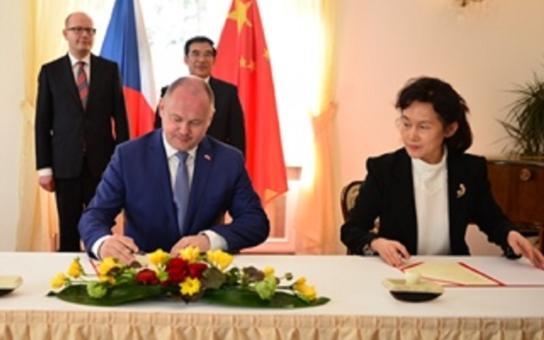 Hejtman Hašek prozradil: Na jih Moravy může zamířit z Číny přes pět miliard. Zájem je i o kvalitní víno