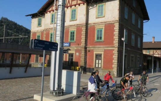 Podchod propojený s cyklostezkou či bezbariérové peróny. Rekonstrukce orlickoústeckého nádraží byla slavnostně ukončena