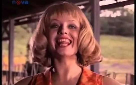Kdysi jí říkali slovenská Marilyn a stala se múzou nejednoho režiséra. Kde skončila sexy Helena z Holek z porcelánu a proč nakonec žila se svými dětmi z ruky do huby? Tajnosti slavných