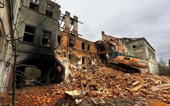 V místech zdevastovaného chebského kláštera vyroste nejmodernější zábavní centrum v republice. Smlouva s investorem byla podepsána během návštěvy čínského prezidenta