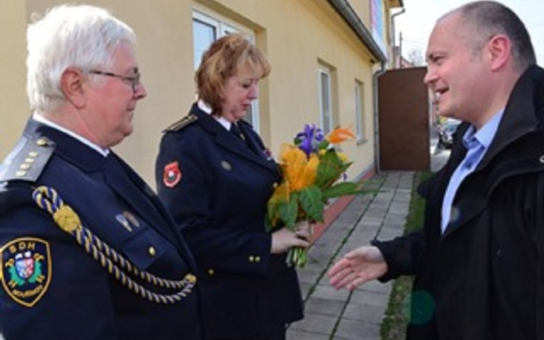 """V Mouřínově mohou zachraňovat životy, ale zázemí pro to od obce v tuto chvíli nemají. Mezi požárníky a starostou to vře. Hejtman byl o víkendu """"na místě činu zchladit vášně"""