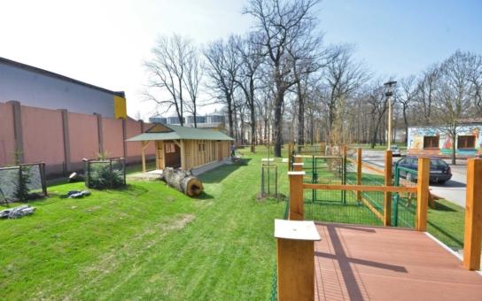 V areálu bohumínského Hobby parku vyrůstá farma s domácími zvířaty. Slepice a kačeny se už zabydlují, ovce a kozy přijedou z ostravské zoo