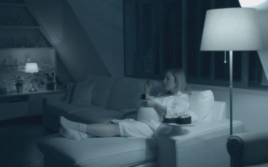Proboha, kontroluje tu televizi vůbec někdo? Nastávající matka Dita P. na obrazovce ČT předvádí orgie a… Nikomu to, zdá se, nevadí. A co ta skrytá reklama?