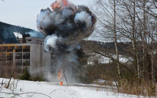 Beskydy se otřásaly výbuchy, rozhodně ale nešlo o bitvu. To jen odborníci na bezpečnost předváděli, co dokážou nálože cukru, mouky či hliníku