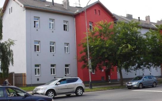 Tréninkové bydlení bude pro čtyři přerovské rodiny školou života. 'Učebnou' se stane obecní byt, v němž musí pod dohledem sociálních pracovníků žít tak, aby jim nevznikaly dluhy