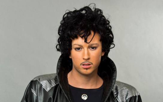 Nova kopala do čerstvé mrtvoly, zlobí se diváci. Prince sice ve čtvrtek zemřel, v sobotu večer ale dělali jakoby nic. Zpívají celebrity v show Tvoje tvář má známý hlas opravdu naživo, nebo televize tahá národ za fusekli?