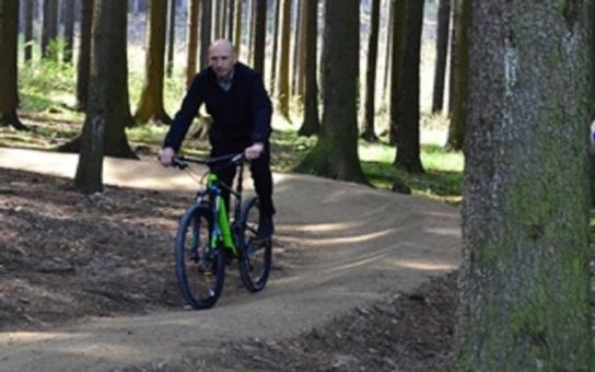 Příznivci cyklistiky se mají na co těšit. Singletrail se rozšíří do dalších lesních lokalit v kraji. Nechybí ani testovací centrum