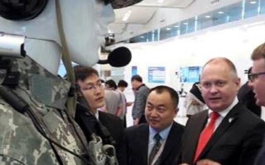 Hejtman Hašek podepsal partnerství s největším a nejsilnějším čínským regionem. Vsadili prý na vědu, výzkum, byznys i vinařství