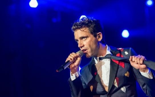 Britský pětioktávový fenomén, zpěvák Mika, který oslnil loňské Colours, bude hrát v Praze již za měsíc. Jako předkapela se představí Lake Malawi
