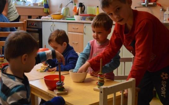 Pro děti je velmi důležité, aby mohly vyrůstat ve své vlastní rodině, ale... Zařízení pro ohrožené děti se budou v kraji zásadně měnit. Plány jsou již hotové