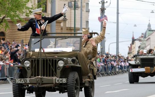 Nejvzácnější hosté Slavností svobody projedou Plzeň na džípech. Velké setkání s veterány se uskuteční v sobotu 7. května na statku U Matoušů, účast potvrdil i vnuk generála Pattona