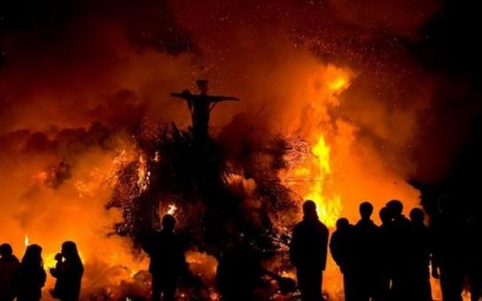Napadlo by snad někoho slavit upálení mistra Jana Husa ohýnkem na návsi, v němž by hořel slaměný panák s kacířskou čepicí?! Nechutná tradice, říká o ´čarodějnicích´ lékařka