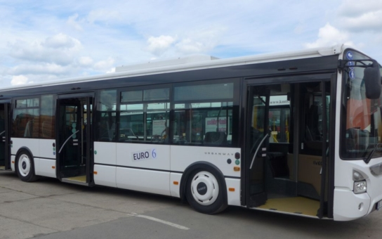 MHD v Kroměříži testuje nový autobus. Po celé dva týdny s ním budou moci jezdit cestující zdarma, jejich názory a postřehy jsou vítány