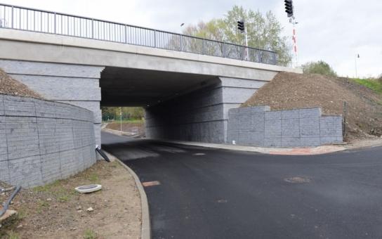 Dlouhodobé omezení provozu v Hodkovicích nad Mohelkou konečně skončilo. Nová silnice umožní průjezd i těžkým nákladním vozidlům